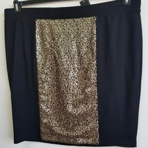 Torrid Black and Gold Sequin Skirt Size 4 NWT